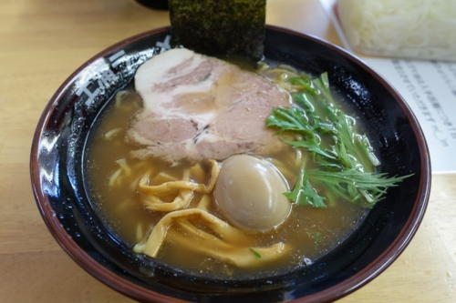 プレミアム生醤油ラーメン(900円)