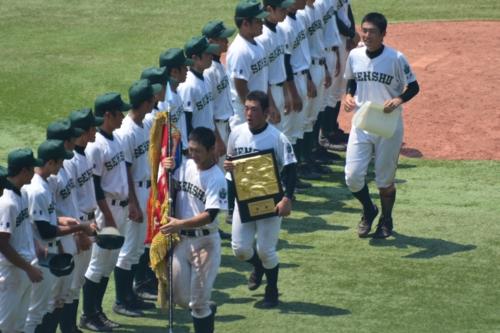 優勝旗と盾と専松ナイン