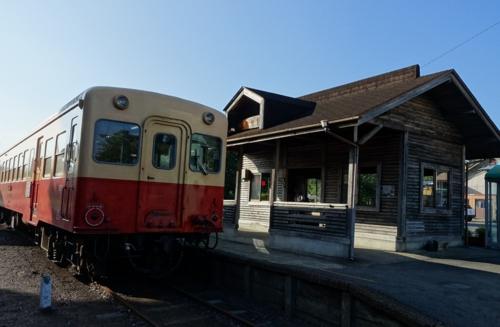 小湊鉄道と上総中野駅舎