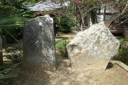 千葉篤胤供養塔と下総式板碑