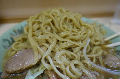 エメラルドグリーンの麺