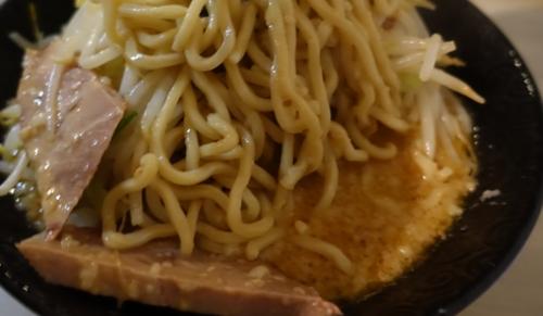 麺とブタとスープ