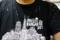 塩の吹き出たティシャツ