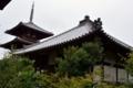 講堂裏から見た日本最古の三重塔
