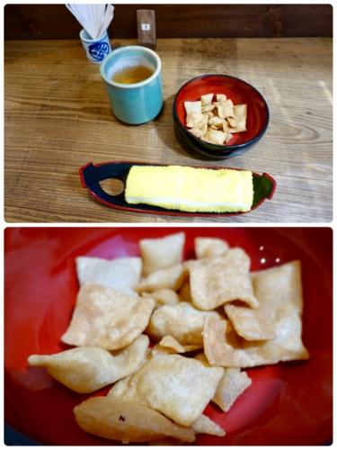 お茶とおしぼりと揚げ蕎麦