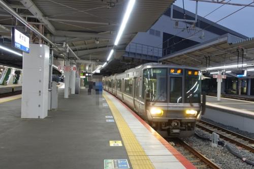 新大阪駅より京都線快速に乗る