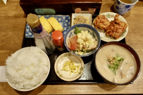 人気のコラボ定食(980円)+ご飯大盛(0円)