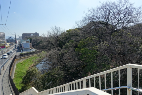 北西の歩道橋から北方向を眺める