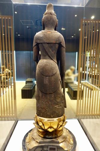 長浜市 長浜城歴史博物館蔵 聖観音菩薩立像 背面