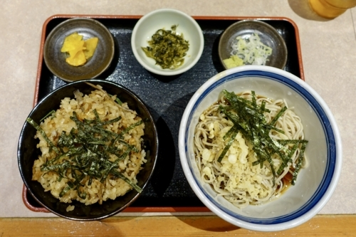 Bランチ 炊き込みご飯セット(760円)