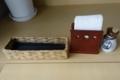 卓上のエコ箸とナプキンと七味