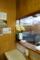 カウンターに飾られた胡蝶蘭