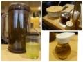お冷の緑茶た卓上の調味料