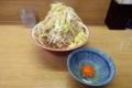 ラーメン豚入り(850円)ヤサイ+ショウガ(50円)+生玉子(50円)