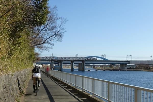 丸子橋先の狭い道