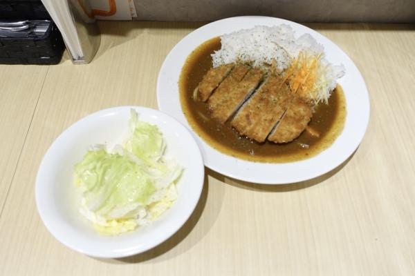 三元豚カツカレー(1080円)+ライス大盛(ランチタイム無料)