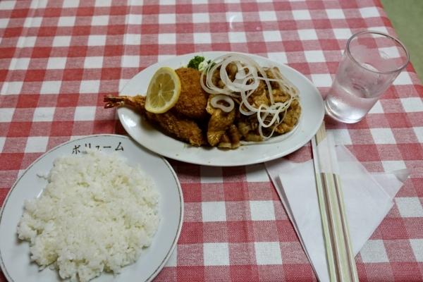Aランチ(1000円)エビフライとコロッケとお肉のショウガ焼・ポタージュ