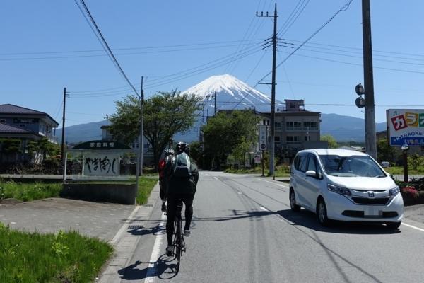 富士山に向かって走る