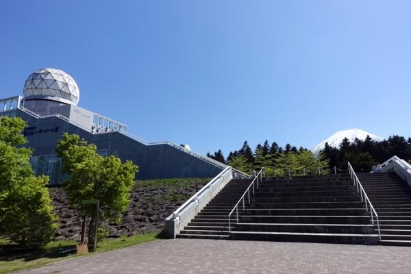 富士山レーダードーム館と富士山