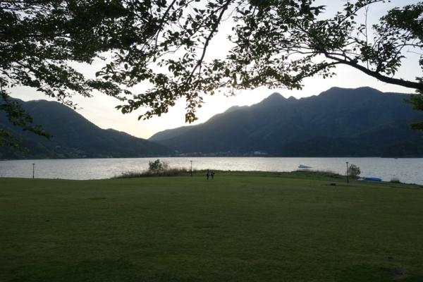 夕暮れの河口湖