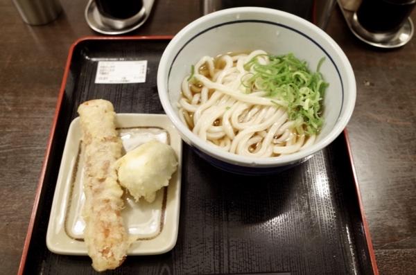 ぶっかけ(300円)+ちくわ天(120円)+半熟卵天(90円)+セルフおろし生姜&七味