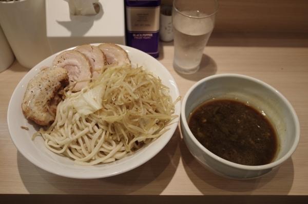 つけめん(800円)+ぶた(100円)野菜・カラメ