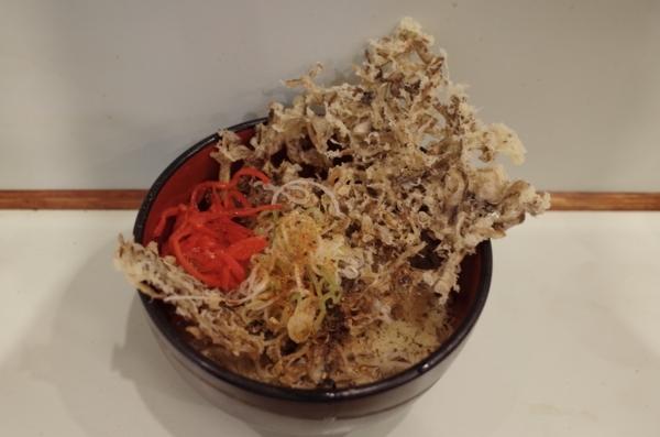 釜玉そば(340円)+単品まいたけ天(180円)+セルフ紅生姜&七味唐辛子&カラメ
