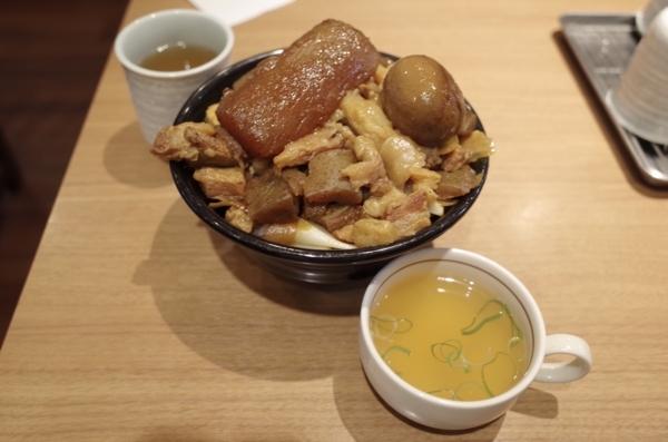 デラ肉めし・スープ付(620円)+山盛【肉2倍、飯1.5倍】(350円)