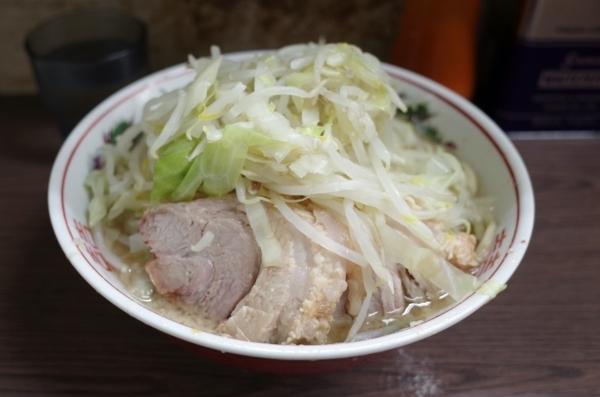 小ラーメン【ブタ二枚】(740円)ヤサイ
