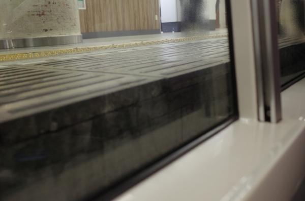 二階建てグリーン車一階の車窓