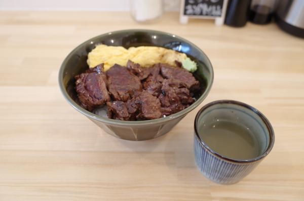 ビフテキ丼「サガリ」(790円)+肉1.5倍(200円)+今だけ肉増しご飯大盛り無料