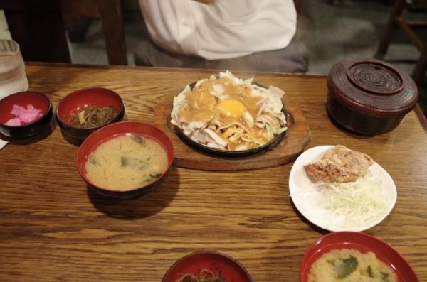 スタミナジュージュー焼定食【唐揚1枚付】(920円)
