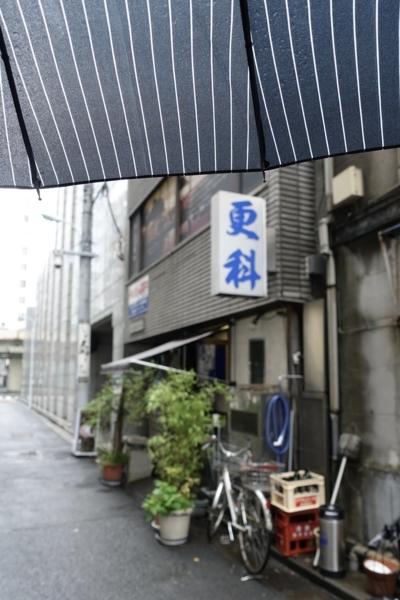 雨の本町更科