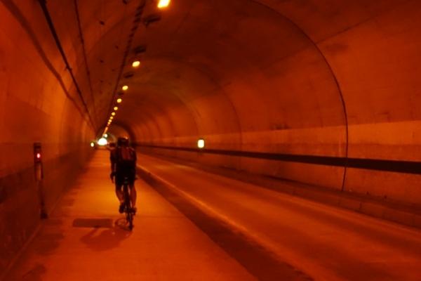歩道の広い岩隈第二トンネル