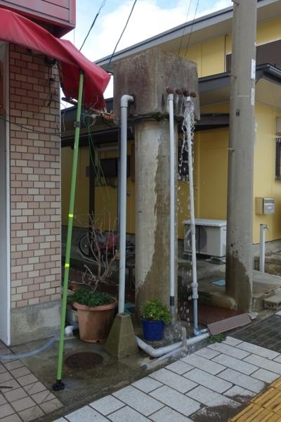 近江高島駅駅前の謎の放水