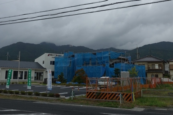 ファミレスの窓から見た比叡山