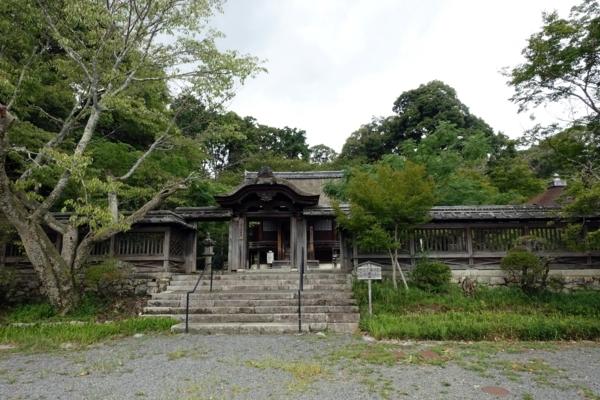 護法善神堂の門