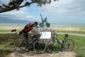 琵琶湖サイクリストの聖地碑ではしゃぐ俺氏