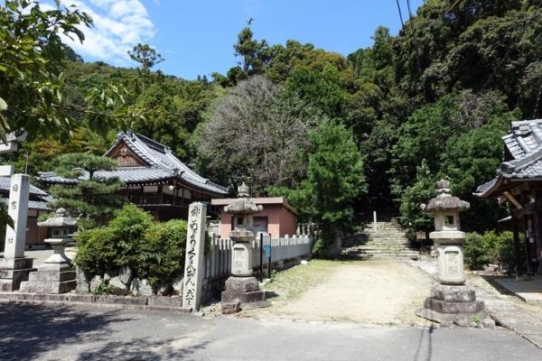 日吉神社と長命寺入口