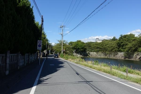 中堀と滋賀大学の間を走る