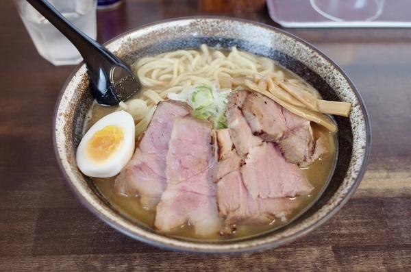 豚醤油チャーシュー(1020円)+大盛【2玉】(100円)