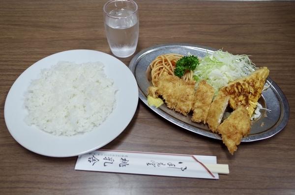 本日のランチ【チキンカツ,肉玉】(500円)