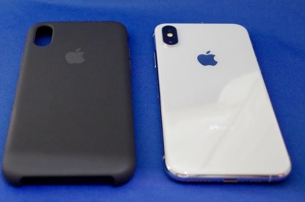 シリコーンケース - ブラックとiPhone XS