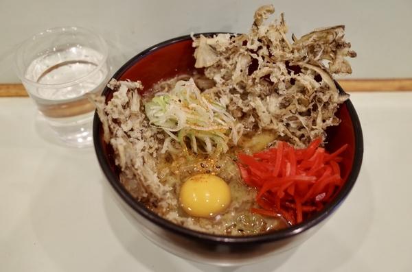 まいたけ天玉そは(500円)+セルフ紅生姜&七味唐辛子