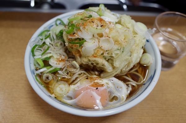 かき揚げ玉子そば(520円)+大盛り(80円)