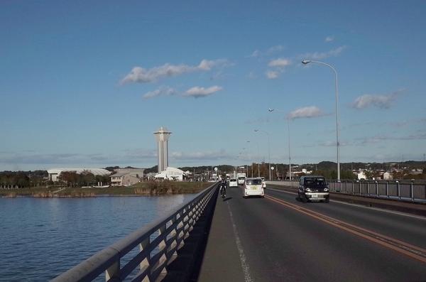 霞ヶ浦大橋を渡りスタート地点に戻る