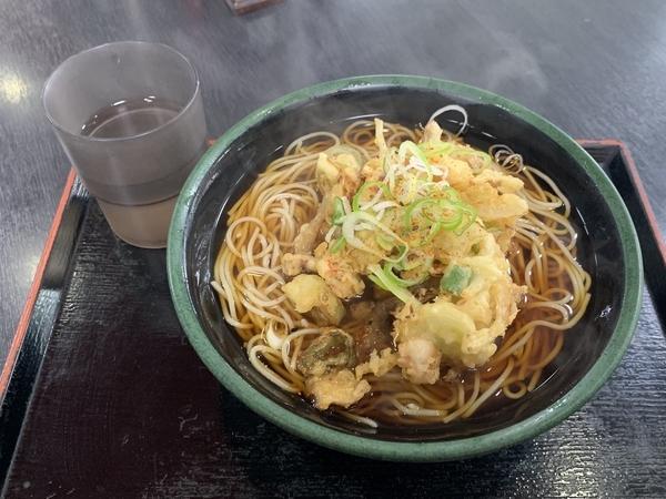 タコと紅生姜のかきあげそば【温】(500円)+大盛(100円)