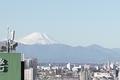 職場の窓から見た富士山