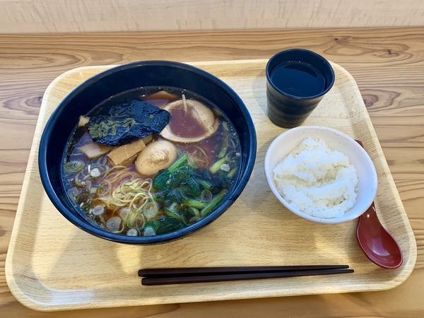 都庁ラーメン(570円)+ライス(月曜日無料)