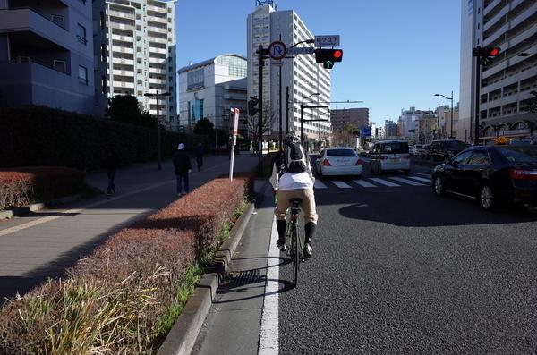 横須賀の街を走る